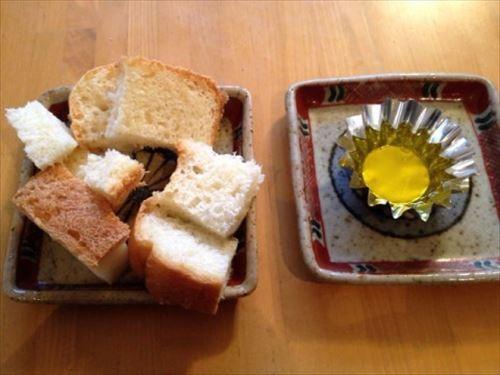 自家製パンと燻製オリーブオイル