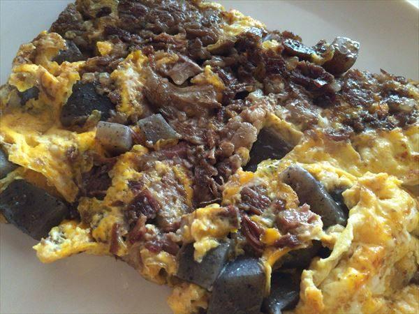 牛すじ肉とこんにゃくのしぐれ煮の卵焼き